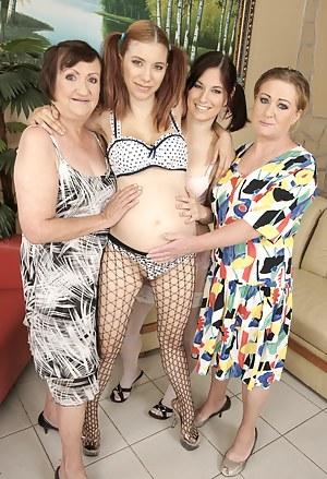 Pregnant Lesbian Porn Pictures